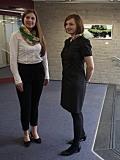 Vanessa Charlotte Heitland und Anastasiya Nesterova stellen sich den Fotografen