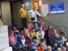 Gespannt warten Detlef und Hannelore Reuter mit den Kindern auf den Beginn