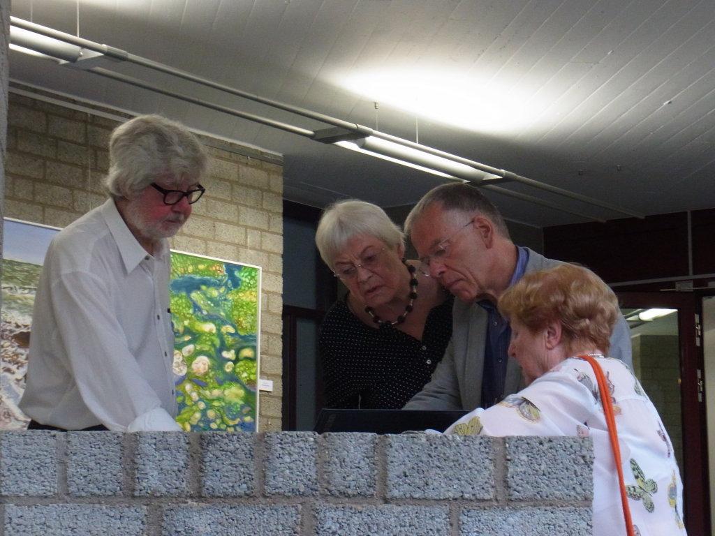 Ute Kugel-Erbe (rechts) im Gespräch, links Joseph Schräder