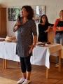 Anke Wienke spricht einige Begrüßungsworte an die Teilnehmer