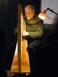 Thomas Loefke an der Harfe