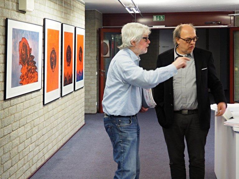 Joseph Schräder im Gespräch mit Hans-Gerd Tantius, Leihgeber der Ausstellung