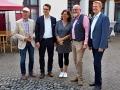 Von links: Gernot Kiesling, der 2. Vorsitzende des Ortsverein Ravensberg e.V. des DRK, Dennis Schwoch (Geschäftsführer), Anke Wienke (Kulturverein Borgholzhausen), Christoph Langewitz (Einrichtungsleiter) und Dirk Speckmann (Bürgermeister)
