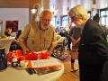 Manfred Warias und Job Schräder mit den Geschenken für die Teilnehmer am Bilderrätsel
