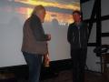 Manfred Warias bedankt sich bei Ulrich Fälker für den sehenswerten Vortrag