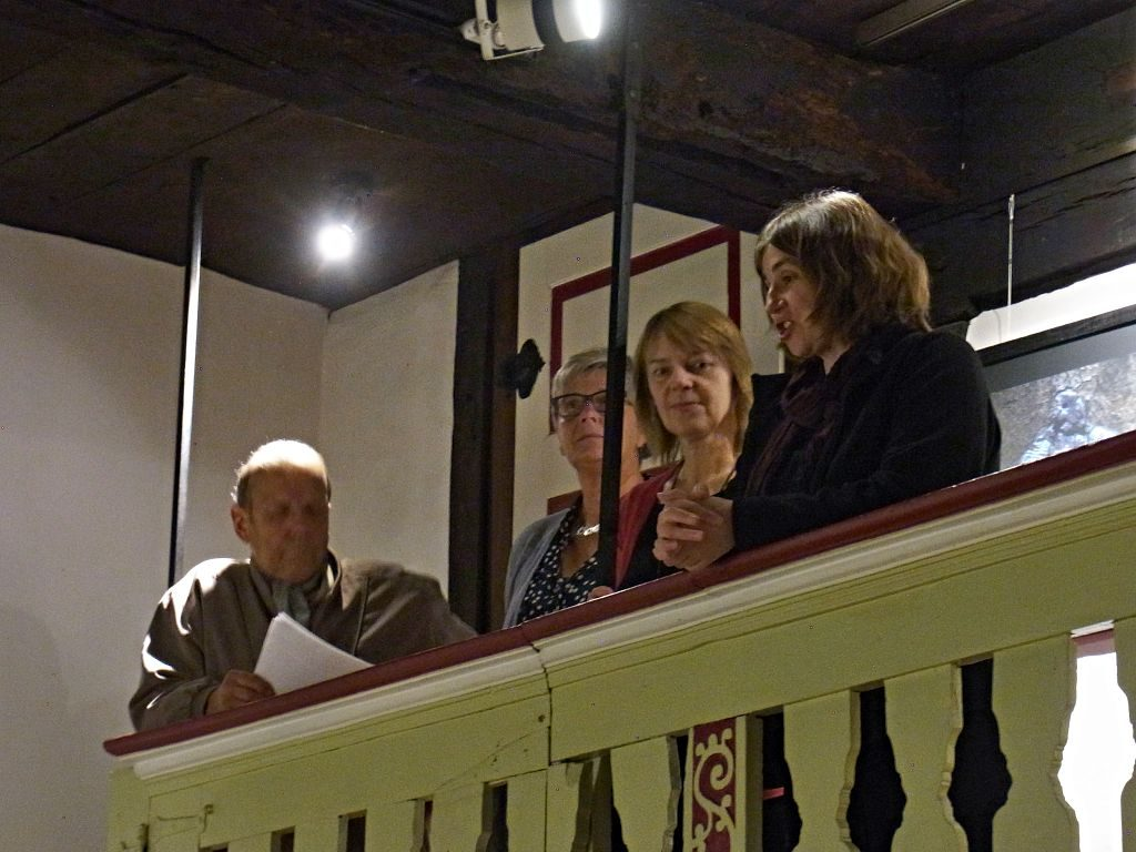 Zur Eröffnung auf der Galerie (von links) Johannes Schepp, Elfriede Schildmann, Karin Warias und Silke Meier (stellvertretende Bürgermeisterin)